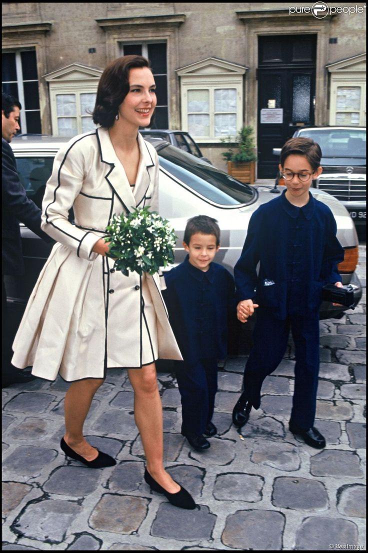 Carole Bouquet avec ses fils Dimitri et Louis le jour de son mariage avec  Jacques Leibowitch