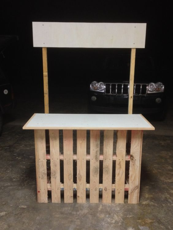 Lemonade stand from 2 pallets and some scrap wood: