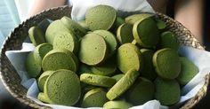 Fabulosa receta para Galletas de té verde Matcha . Una de las cosas interesantes que tiene el té verde es que puede incorporarse a múltiples recetas, y además, estas recetas son muy sencillas y te pueden venir de maravillas.  Aquí tenemos la receta de Galletas de té verde Matcha. La receta es muy sencilla y las galletas salen deliciosas y dejan un aroma a té verde por toda la casa.  El secreto es utilizar té verde Matcha de calidad.