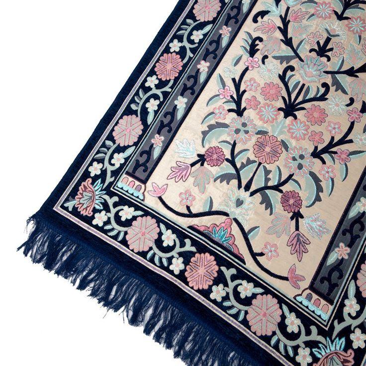 Amazon.com: Sajda Rugs Floral Islamic Prayer Rug - Premium Muslim Turkish Janamaz Sajadah, Blue: Kitchen & Dining