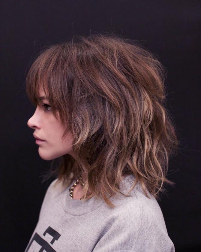 Strahlende Einfache Frisuren Fur Mittellanges Haar Mit Weichen Wellen Neue Frisur Wellige Frisuren Kurzhaarfrisuren Haarschnitt