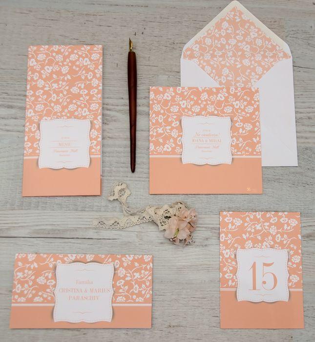 Alege-ți pachetul complet pentru nunta la care mereu ai visat. Conține invitații, meniu, carduri pentru masă și plic.http://www.decomag.ro/pachet-casatorie-amore-somon.html