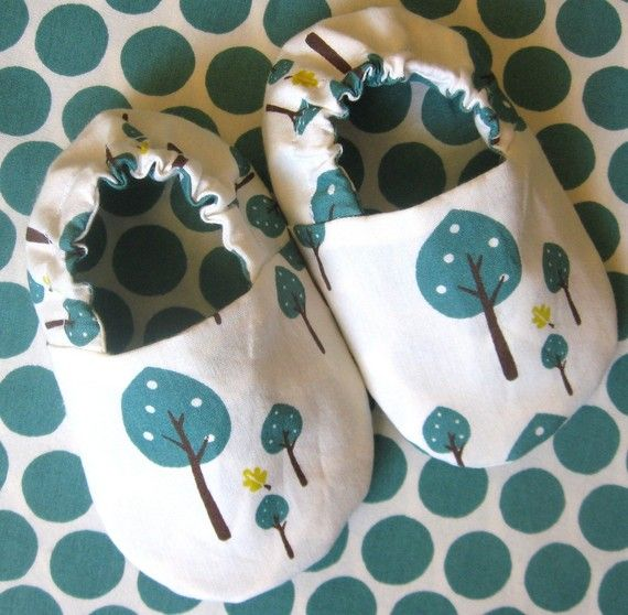 PDF pattern for reversible baby shoes