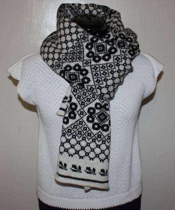 Woolen scarf by MaireRoosmaKnits on Etsy, $35.00
