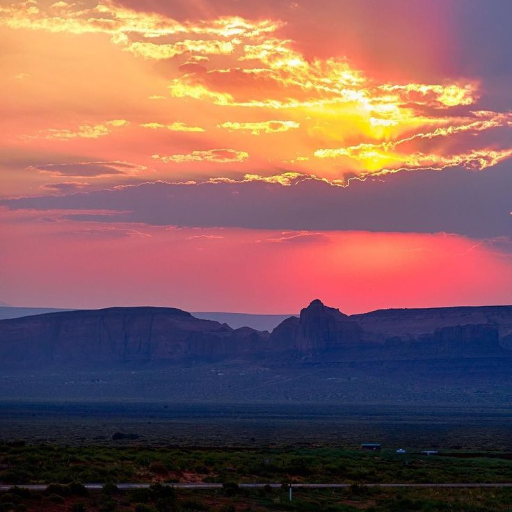 Happy Daylight Savings! Who else is excited for late summer sunsets?!  // Monument Valley Arizona #arizona #monumentvalley #daylightsavings #utah #southwest #americana #sunsets #photography #photooftheday #photographer #art #medford #medfordoregon #oregon #ashland #ashlandoregon #southernoregon #southernoregonphotographer #roguevalley #sarafaithphotography by sarafaithphotography