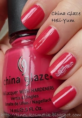 Tines Kosmetikblog: China Glaze Heli-Yum + Nagelsticker