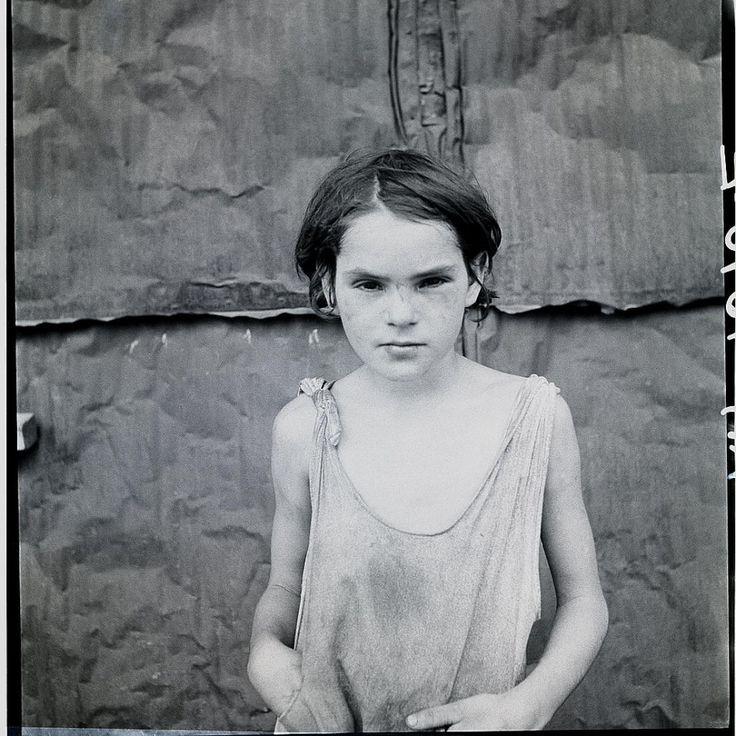 © DOROTHEA LANGE - Child living in Oklahoma city shacktown, ca. 1936
