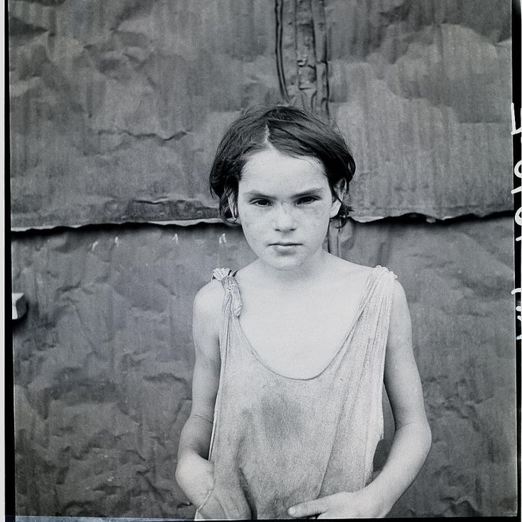 © DOROTHEA LANGE - Child living in Oklahoma city shacktown, ca. 1936