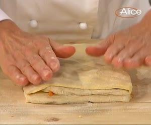 La nostra maestra della panificazione Sara Papa ci illustra in video ricetta tutti i passaggi per realizzare i kranz di pane al cioccolato