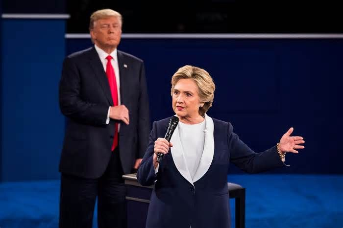 POLL-Clinton leads Trump by 5 points, swing states tighten -Reuters/Ipsos #clinton #leads #trump #points #swing #states #tighten #reuters…