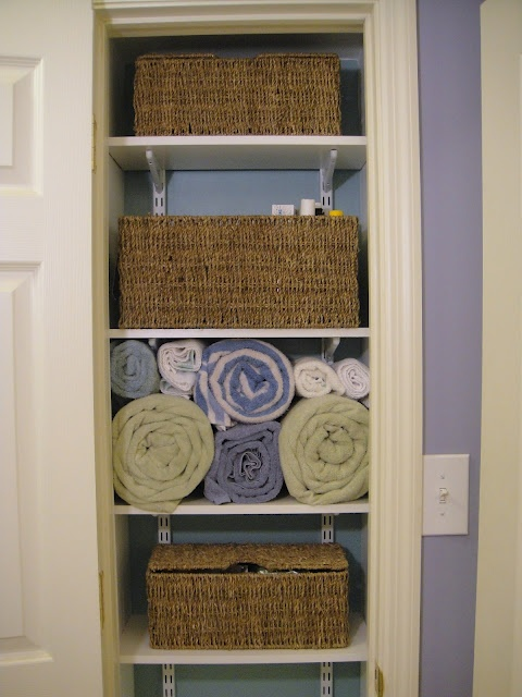 Nice linen closet! This is what I am going to do my airing cupboard