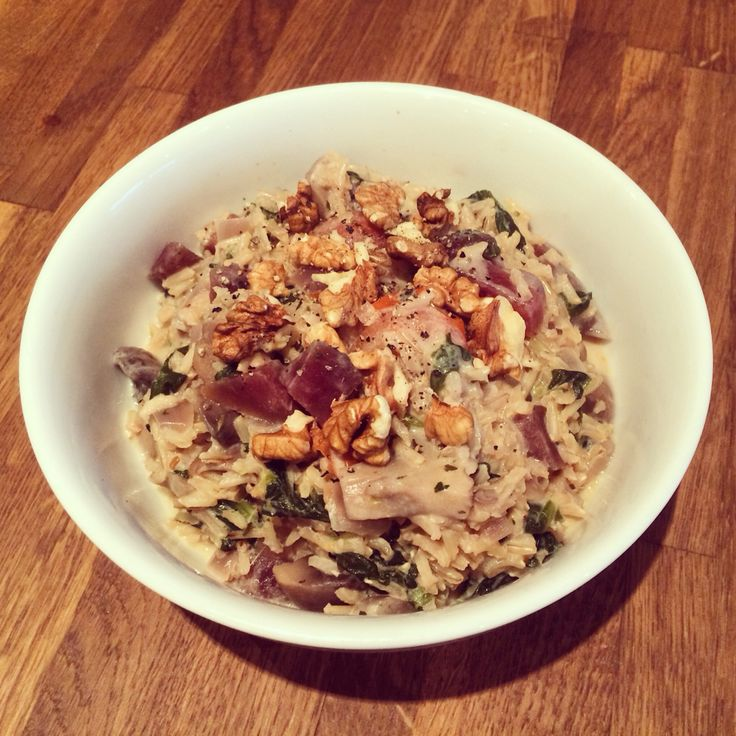 Brown rice risotto with beetroot, spinach, mushrooms and cherry tomatoes (+ red onion and garlic). I used some soft cheese to make it have a more typical creamy risotto consistency but probably would have been perfectly okay without any cheese – and therefore vegan. Topped with a few walnuts as well.