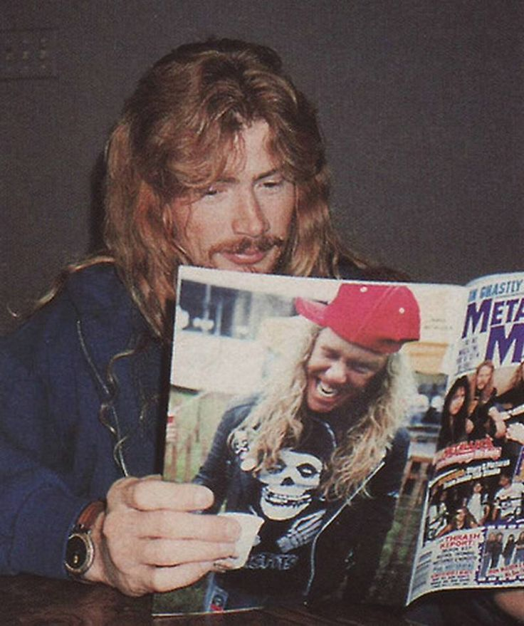 Dave Mustaine reading.