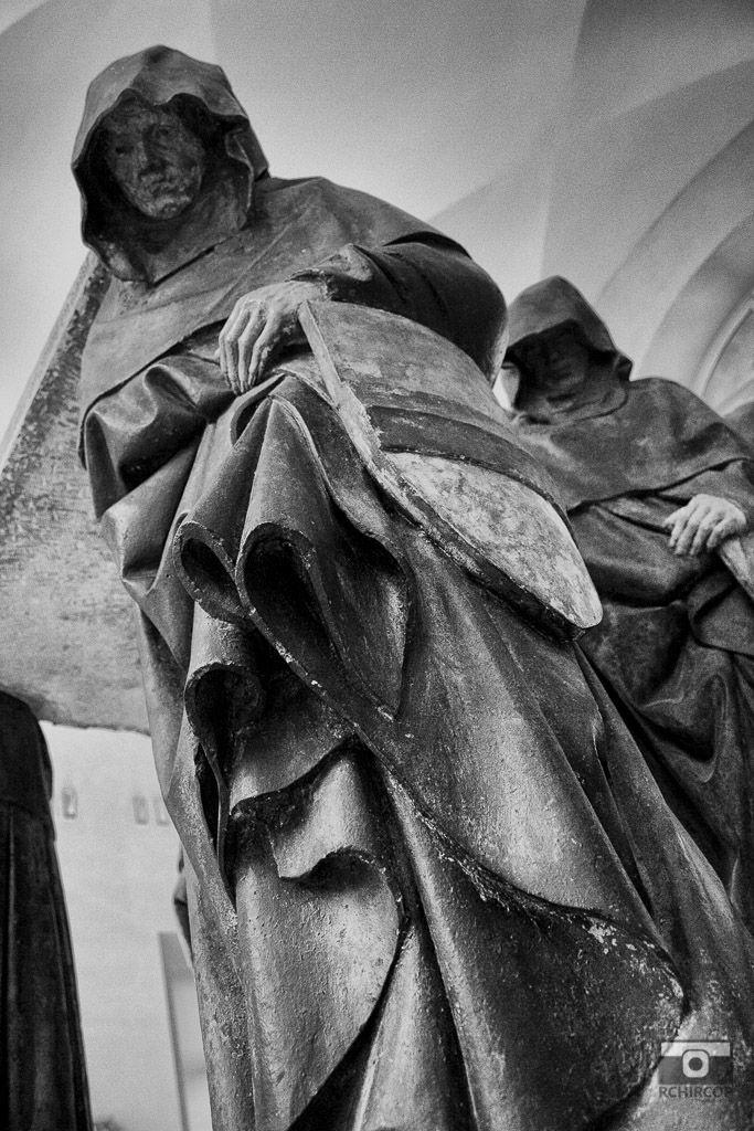 In the Louvre Museum, mémoire du paris. #Paris #France #Street Photography #Architecture #Louvre #BlackandWhite