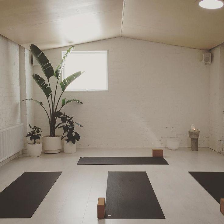 Yoga Studio Lighting Ideas: Best 25+ Yoga Room Design Ideas On Pinterest