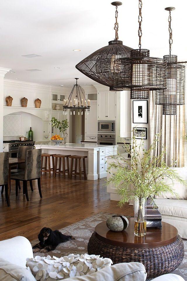 Дерево в скандинавском стиле безусловный фаворит. Оно везде: деревянный пол, деревянная мебель и декор, ветки и дрова, посуда и игрушки.