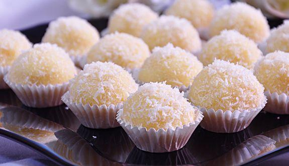 photo kokosballetjes-recept-kokoskoekjes-kokosbonbons-nido-melkpoeder-gemalen_zpsadf13d49.png