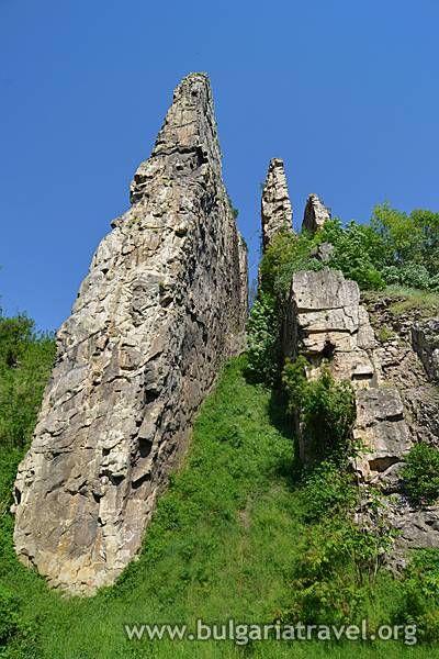 За сравнително малката територия, която заема, България може да се похвали с наистина множество великолепни природни забележителности. И сред тях своето достойно място заемат и Ритлите. На гледката на тази дивна скална чудатост ще можете да се полюбувате