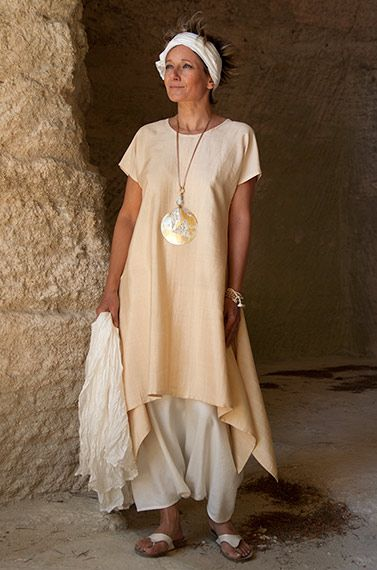 Love the colour and style of this tunic & the necklace is a perfect match. Loose fit shantung silk tunic.