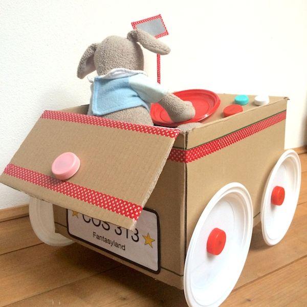 La più bella automobile per bambini è ecologica. Bastano uno scatolone e queste facili istruzioni per costruire l'auto giocattolo fai da te.
