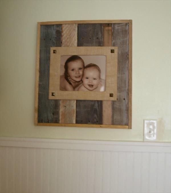 DIY Recycled Pallet and Burlap Picture Frame | 99 Pallets