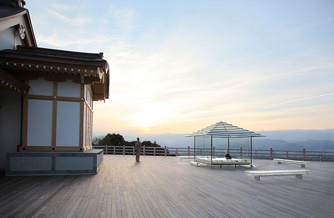 「吉岡徳仁 ガラスの茶室 – 光庵」、京都を一望する大舞台にて | デザイン情報サイト[JDN]