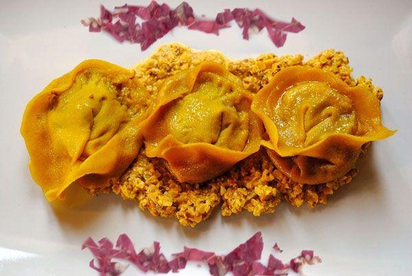 Cappellacci di merlot ripieni di trevigiana e bastardo del Grappa su crema di noci e zafferano - ricetta inserita da Sara Morgia