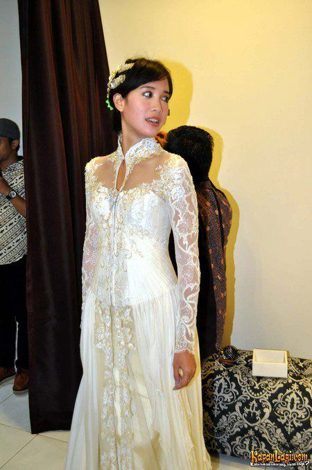 Fany Febriana in Ferry Sunarto #kebaya #kebaya #kebayamodern #indonesia #ferrysunarto #designer #designerindonesia #pernikahan #wedding