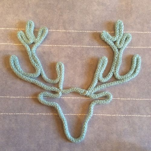 Tête de cerf en tricotin