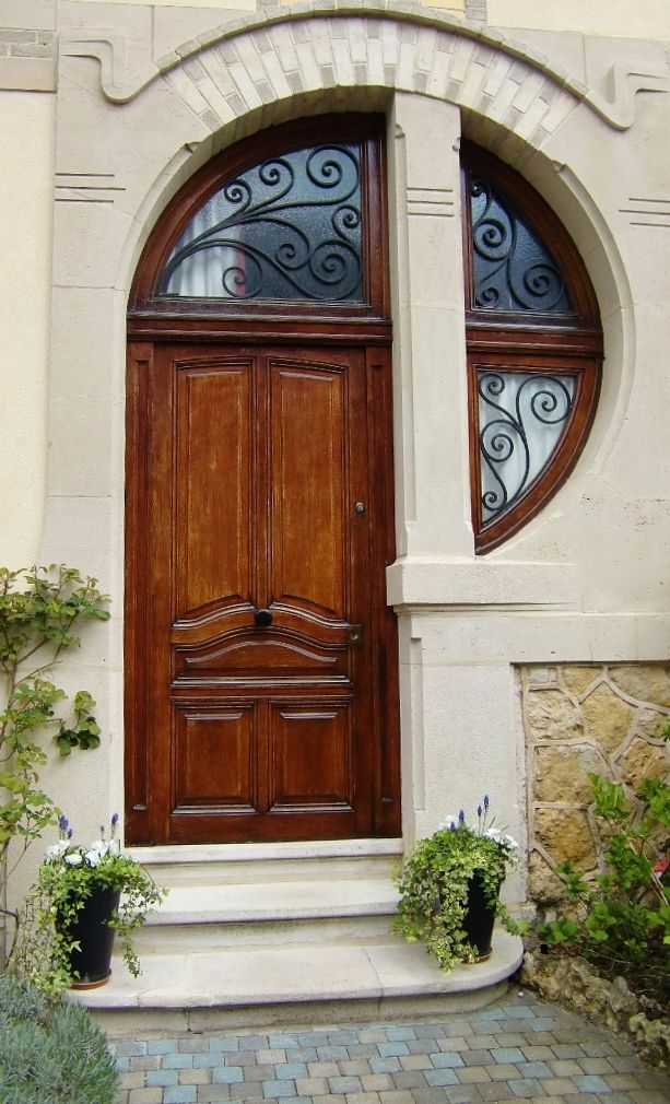 Gorgeous art nouveau door and transom window. Looks like my initial!