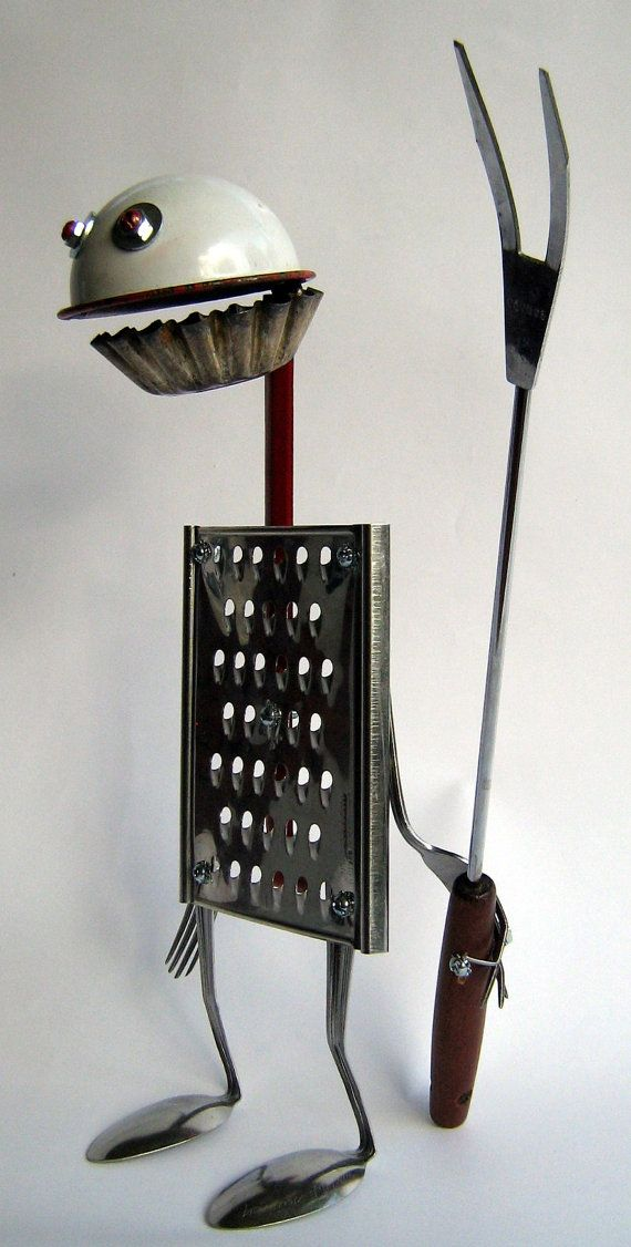 Escultura de robot con materiales reciclados - RECYCLED Reused ROBOT Sculpture Angry Viking by BranMixArt