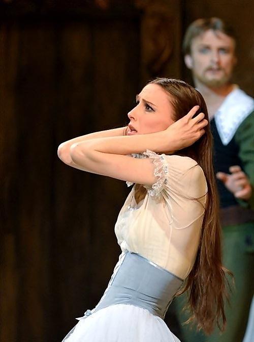 Svetlana Zakharova's Giselle | [photographer unknown]