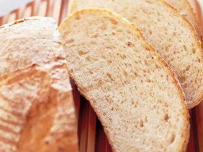島津 睦子 さんの「パン・ド・カンパーニュ」。ザックリとした焼き上がりの素朴なパンを手作りで!先に生地の一部を発酵させ、残りと合わせる方法で作れば、コネ不足による失敗は少なくなります! NHK「きょうの料理」で放送された料理レシピや献立が満載。