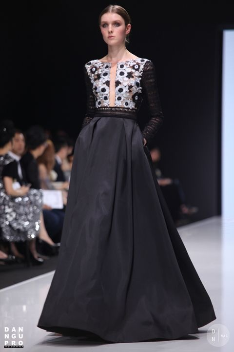 SEBASTIAN GUNAWAN – COUTURISSIMO 5 (100%) 23 votes SEBASTIAN GUNAWAN – COUTURISSIMO Jardin des Tuileries, Paris / sunday 3rd July, 2016 About Couturissimo : COUTURíSSIMO is a groundbreaking online fashion experience that will extend the reach of global, best-in-class designers by providing a bridge between couture and ready-to-wear. Why only aspire to own couture? Our...