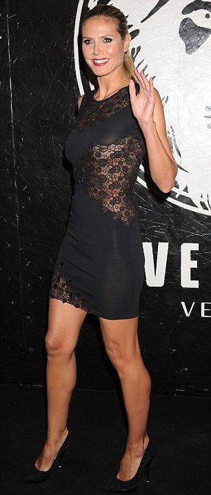 No Need For A Bra Heidi Klum Shows Her Underboob As She
