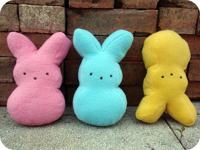 DIY pillows/stuffed animals that look like bunny peeps... Ooohhhh! I totally have to make one of these for my brother if he ever has a kid! haha. Too cute.