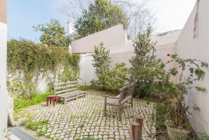 HomeLovers: Lisbon's courtyards <3
