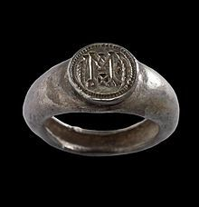 Signet ring. Used for τὸ σημεῖον (sign) in John 2:18