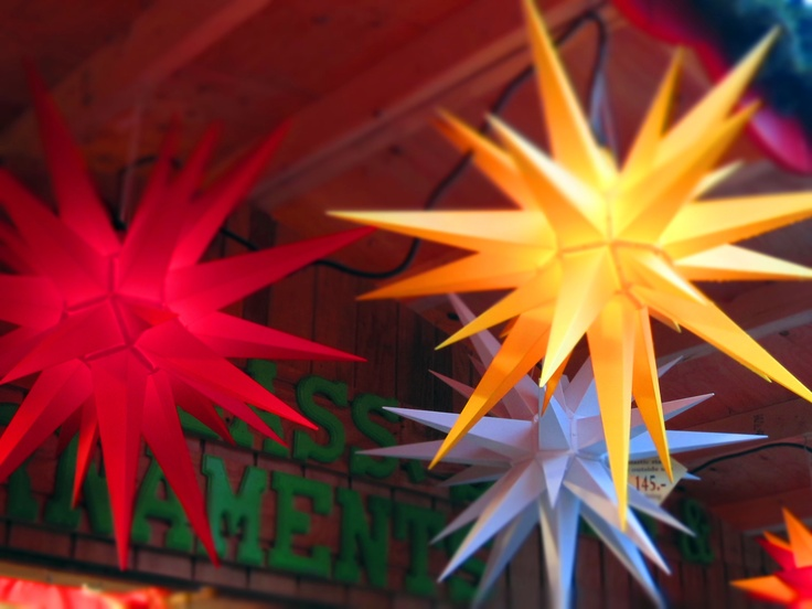 Great Herrnhut Stars in different colors and sizes at the Vancouver Christmas market. #mybrilliantstar #herrnhutstar #moravianstar #christmas #decoration #vancouverchristmasmarket