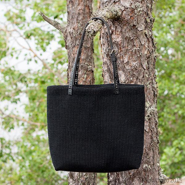 Hand knit bag with gingham lining   Koukuttamo   Neulottu vuorellinen kassi