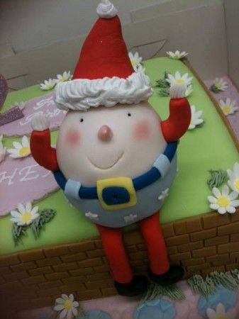 Is this Santa or Humpty Dumpty?  Either way he's rather cute and I hope no nasty tumbles befell him!  This super  sweet little fella is by Cakes and Sugarcraft Shop