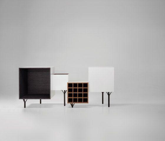 Le design s'amuse à brouiller les pistes, mixer les genres et décloisonner les distinctions entre les meubles : un petit aperçu du buffet contemporain.