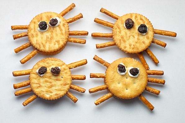 These Halloween spider crackers are an easy recipe that kids can make themselves for a somewhat healthy snack.: Easy Recipe, Spider Snack, Cream Cheese, Healthy Snack, Kid, Spider Cracker, Halloween Spider