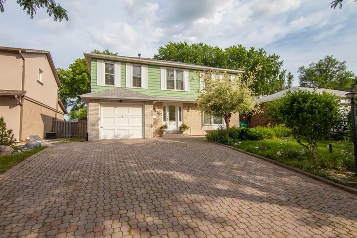 Gorgeous 4 Br 4Wr W/Prof Fin Bsmt Home In The Heart Of Prestigious Sheridan Homelands,Great Layout,Beautiful Backyard Ideal For Entertainment,Mature Trees,Hrdwd Flrs Throughout,Spacious Liv Rm,Large Eat In Kitchen Leading To Fam Rm,Gas Fireplace,Potential, Potential,Potential