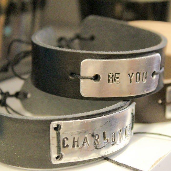 Armband i läder och metall - Slöjd-Detaljer