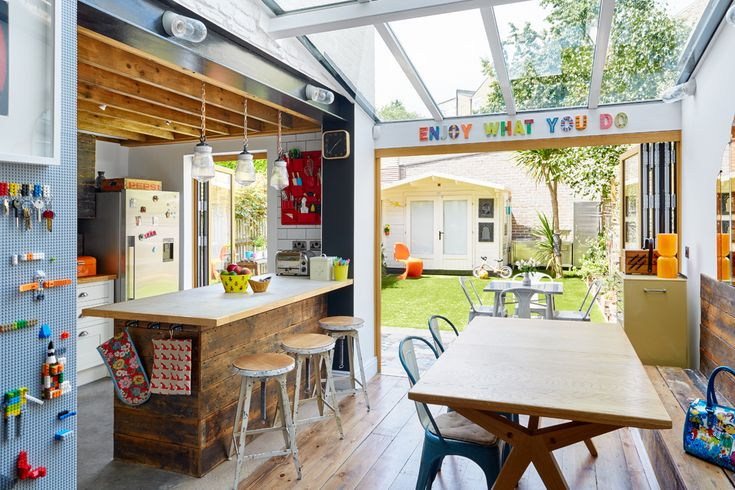 Квартира в Лондоне - бытие определяет сознание (лего-стена)