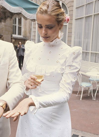 Margaux Hemingway at her 1975 wedding to Errol Wetson in Paris, by Michel Marou (Condé Nast Archive)
