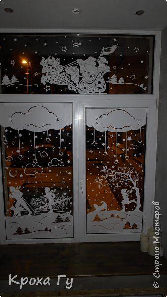 Здравствуйте, уважаемые жители, праздник практически у дверей. Это наши окна в прошлом году....может кому-то дам идею, для создания своей сказки... Ничего нового не использовала, самоклейка мне в помощь)) Шаблоны взяла на просторах интернета, авторы - http://stranamasterov.ru/user/191924 (Дед мороз) и неизвестный к сожалению мне автор. фото 3