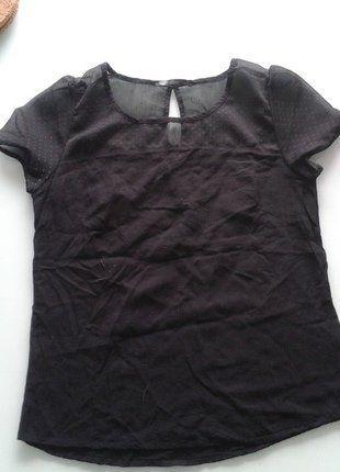 À vendre sur #vintedfrance ! http://www.vinted.fr/mode-femmes/hauts-and-t-shirts-t-shirts/25129920-petit-haut-noir
