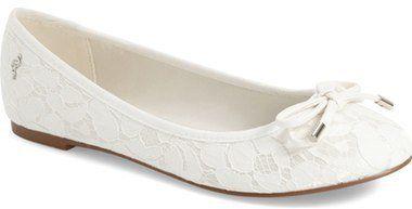 """Pin for Later: 65 flache Schuhe für die Braut, die Komfort bevorzugt Menbur """"Isidora"""" Ballerinas aus Spitze (68 €)"""